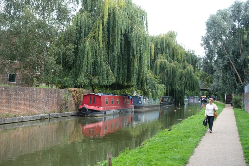 The Oxford Canal is a short walk from our apartment.