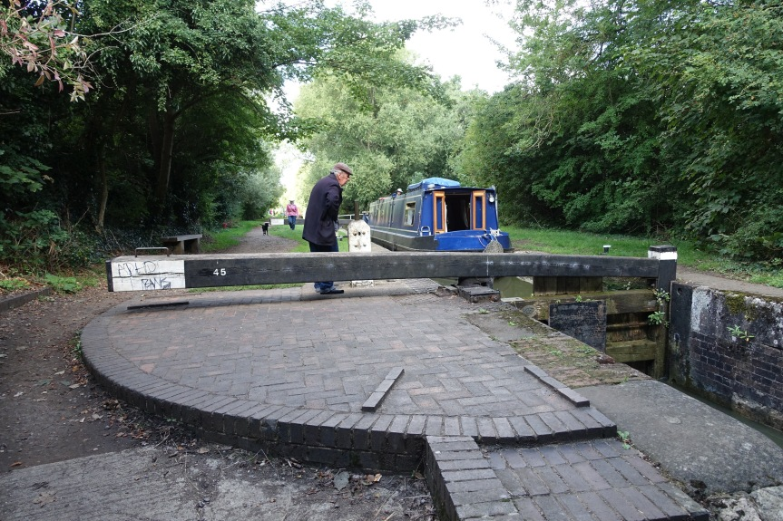 Barry operates the lock for a narrow boat on the Oxford Canal.